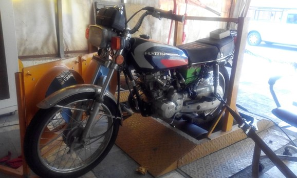 نحوه استقرار موتور سیکلت برروی شاسی دینامومتر